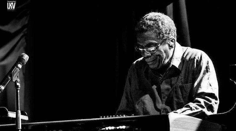 Herbie Hancock 获颁由新英格兰音乐学院 Jazzespresso 爵士杂志