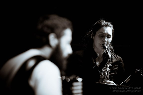 Angelika Niescier (Saxophon), Simone Zanchini (Akkordeon) und Stefano Senni (Bass). Foto: Petra Basche