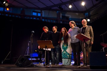 Besetzung: Anne Czichowsky (voc), Andreas Herrmann (p), Martin Wiedmann (g), Axel Kühn (b), Matthias Daneck (d). Foto: Petra Basche