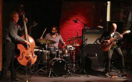 0K3A1003, Dave Holland Trio (dombr)
