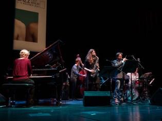 Das Julia Hülsmann Quartett und Anna-Lena Schnabel. Foto: Hufner