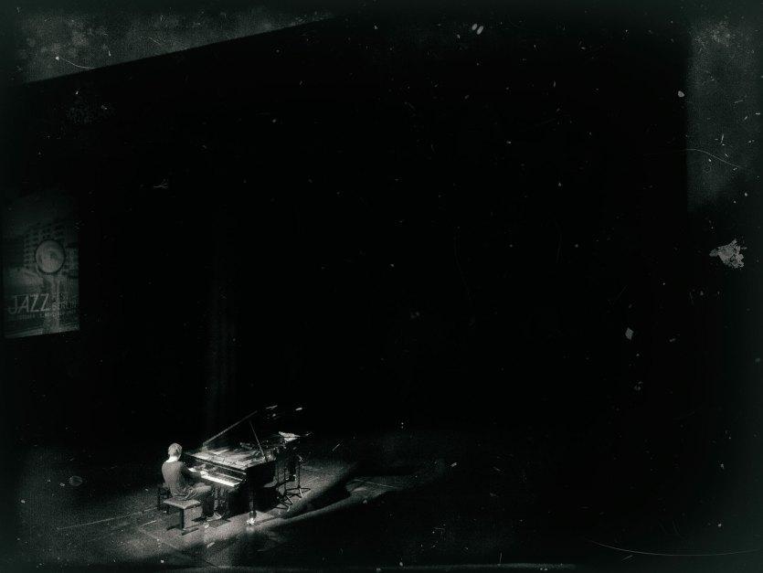 Michael Wollny auf der Bühne. Foto: Hufner