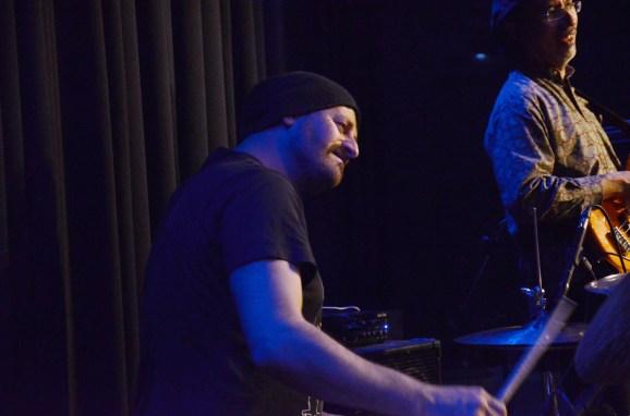 Argentinier Hernan Hecht am Schlagzeug. Foto: Michael Scheiner