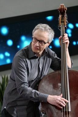Daniel Schläppi am Bass. Foto: Thomas J. Krebs
