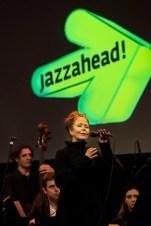 Eine der Solistinnen des World Orchestra: Ruth Wilhelmine Meyer. Foto: Susanne van Loon