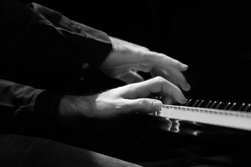 Florian Favre Hände - Foto TJ Krebs jazzphotoagency@web.de