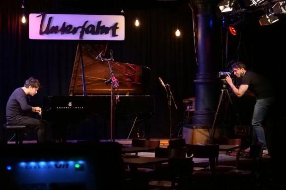 Chris Gall live mit Kameramann Valentin Stückl - Foto TJ Krebs
