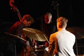 Jonas Westergaard (b), Christopher Dell (vib), Christian Lillinger (dr), Bezau Beatz, Bezau, Photo (c) Ralf Dombrowski