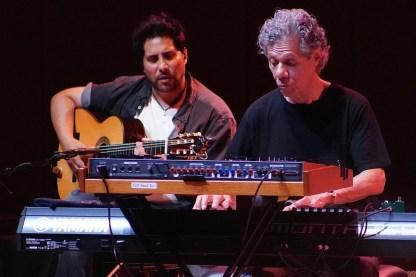 Nino Josele (g) mit Chick Corea (keys) in der Philharmonie München. Foto: Ralf Dombrowski