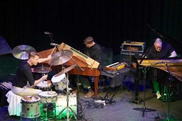 Christian Lillinger (dr), Elias Stemeseder, Craig Taborn (keys), Nexus, 41.Jazzfestival Saalfelden, Photo (c) Ralf Dombrowski