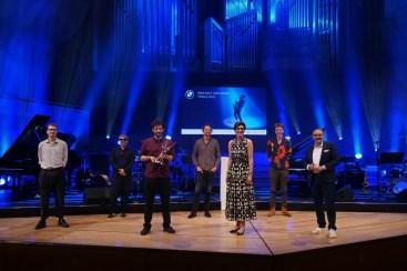 Siegerfoto: das Peter Gall Quintet mit BMW-Vorständin Ilka Horstmeier und Münchens Kulturreferenten Anton Biebl. Foto: TJ Krebs
