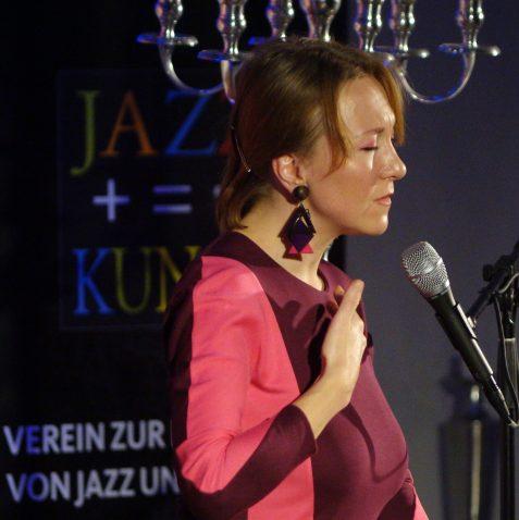 Tamara Lukasheva auf der Wasserburg Lüttinghof. Fotos: Stefan Pieper