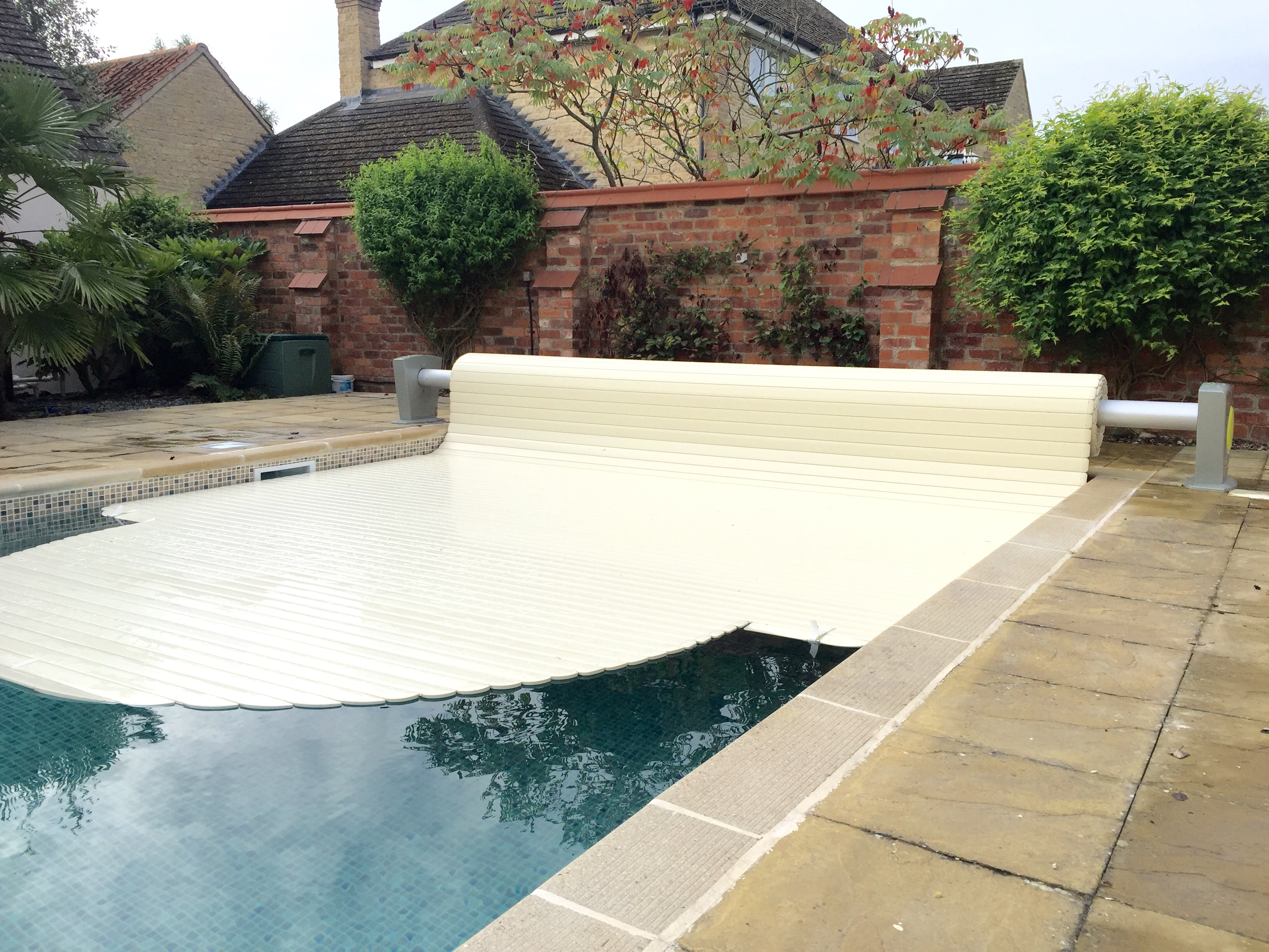 Moon slatted pool cover