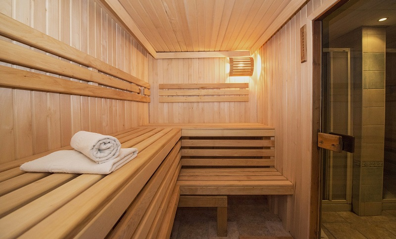 Sauna Vs Steam Room - Which one is better for you