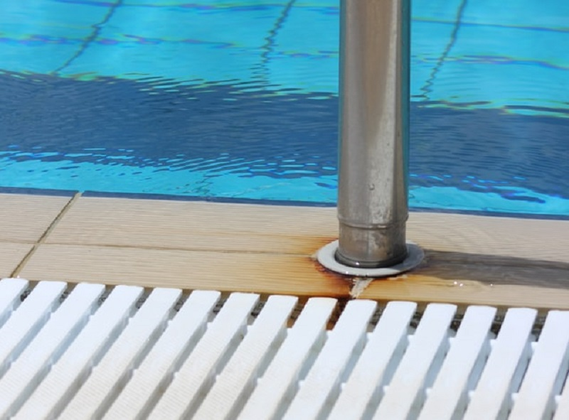 How To Deal With Swimming Pool Leaks