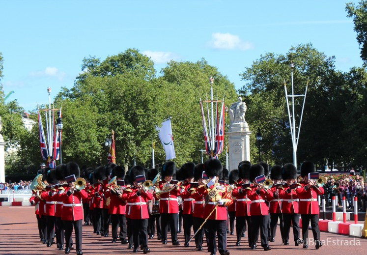 Inglaterra - Londres - Palácio de Buckingham - Início da Troca da Guarda