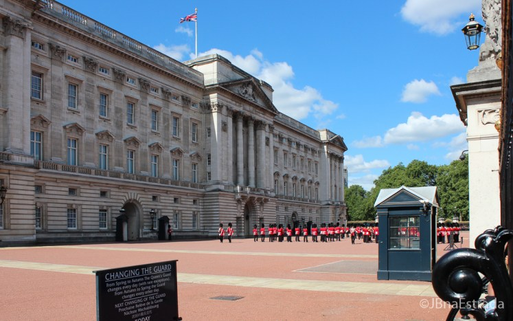 Inglaterra - Londres - Palacio de Buckingham - Troca da Guarda