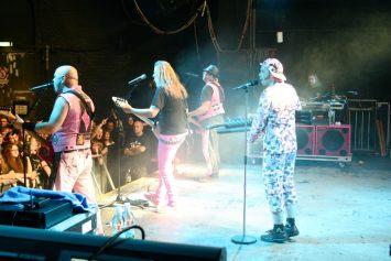 J.B.O. in der Arena Wien am 26.11.2011. Foto: Carsten Dobschat.