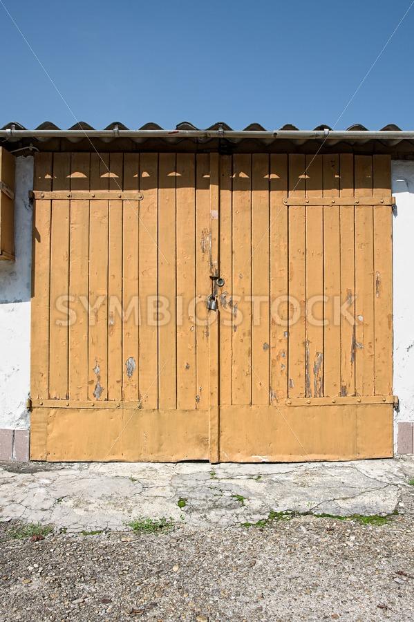 Wooden garage door - Jan Brons Stock Images