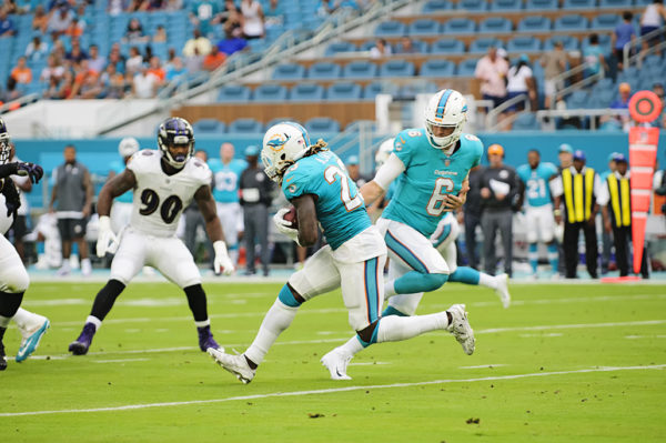 Jay Cutler hands the ball off to Jay Ajayi