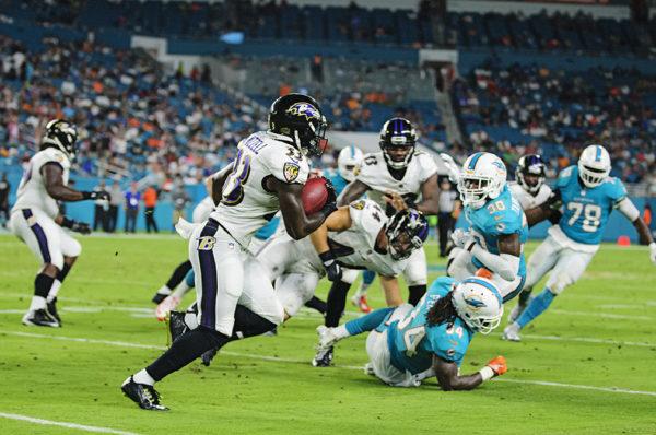 Ravens RB #33, Taquan Mizzell, returns a kickoff
