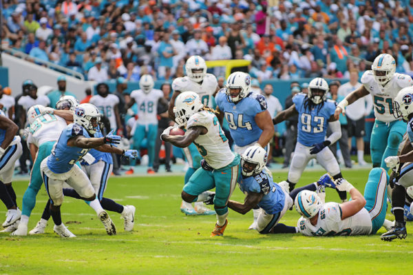 Jay Ajayi tries to avoid to tackle