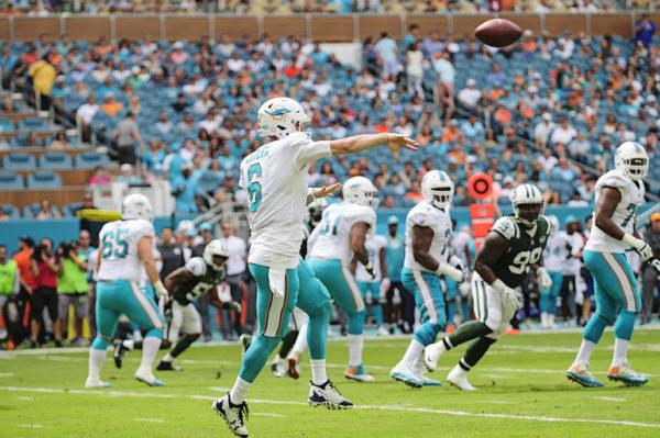 Jay Cutler throws the ball on the run