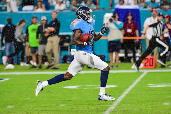Tennessee Titans wide receiver Darius Jennings (15) runs back a kickoff for a touchdown