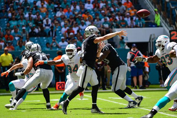Oakland Raiders quarterback Derek Carr (4)