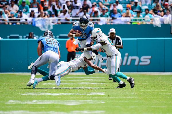 Tennessee Titans quarterback Marcus Mariota (8) tries to leap between defenders