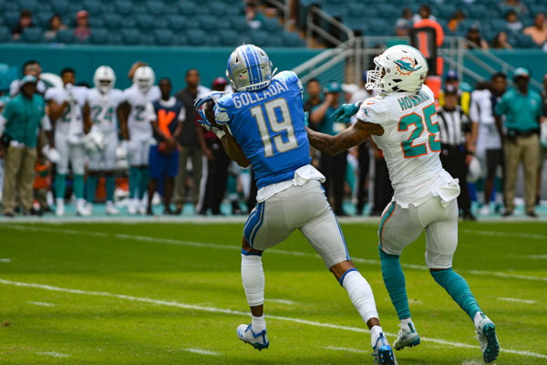 Detroit Lions wide receiver Kenny Golladay (19) catches a tough pass