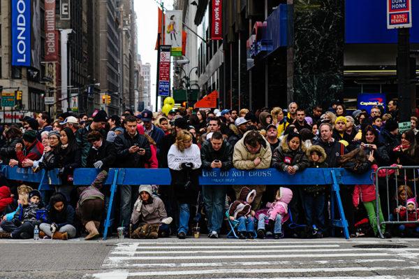 macys thanksgiving day parade crowd