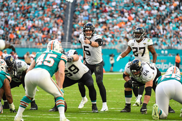 Jacksonville Jaguars quarterback Blake Bortles (5) calls out the defender