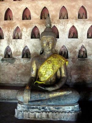 The Buddha touching the earth (Sanskrit: <em>Bhumisparsha Mudrā</em>). <br/>Bronze, 17th century, Wat Sisaket, Vientiane, Laos. Photo: Thomas Wanhoff/thomaswanhoff via Flickr.com. Creative Commons Logo Used under a Creative Commons: Attribution license.)