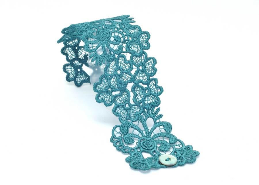 Trefoil Lace Bracelet Lacelet in Emerald