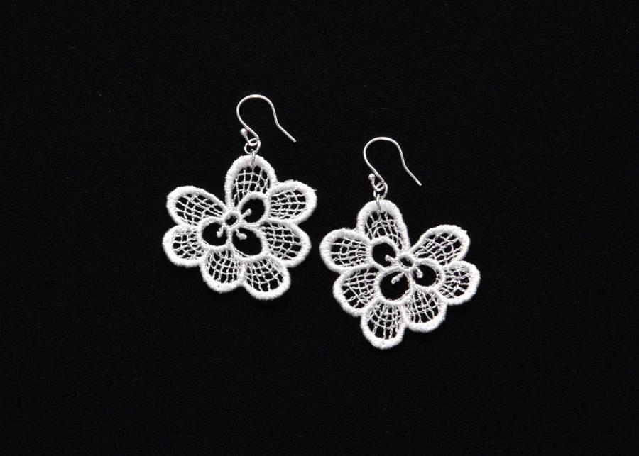 Oakleaf lace earrings in soft white