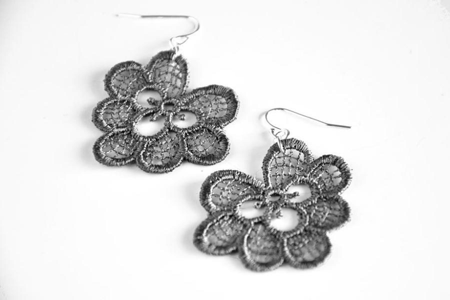 Oakleaf lace earrings in grey