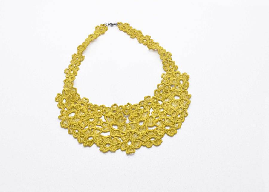 Daisy Dreamer Lace Necklace in lime