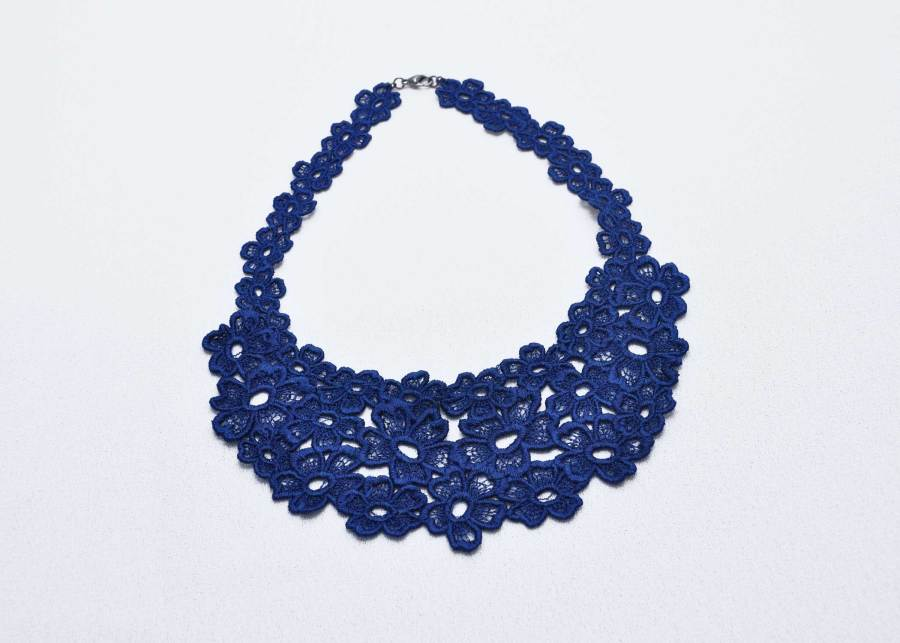 Daisy Dreamer Lace Necklace in dark navy