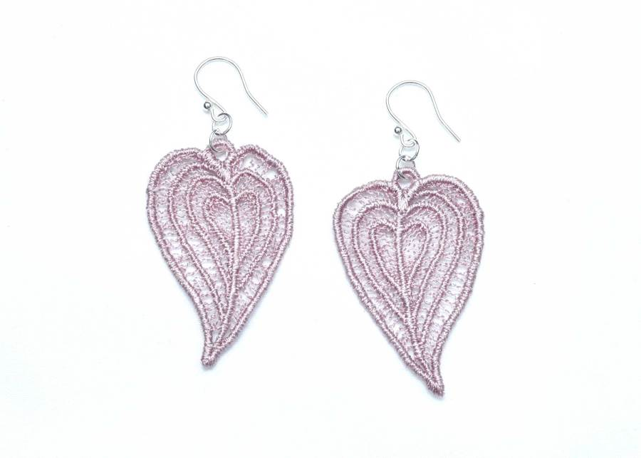 Moroccan Heart lace earrings in grey lilac
