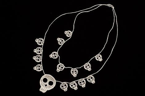 Lace skulls double necklace