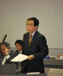 障害者スポーツ施策の拡充を求める吉田信夫都議=24日、東京都議会