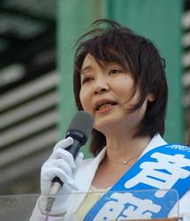 「戦争する国」づくりに追随する区政の転換を訴える斉藤区長候補=10日、東京都足立区