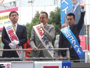 訴える笠井亮衆院東京比例候補(中央)、香西東京3区候補(左)、青山東京4区候補(右)