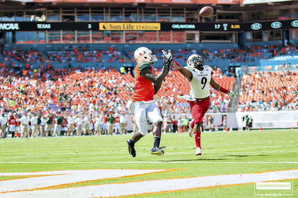 Phillip Dorsett catches a touchdown pass from Brad Kaaya