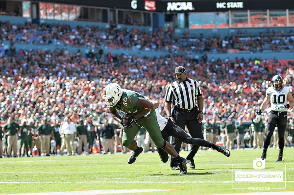 Clive Walford lunges for the touchdown