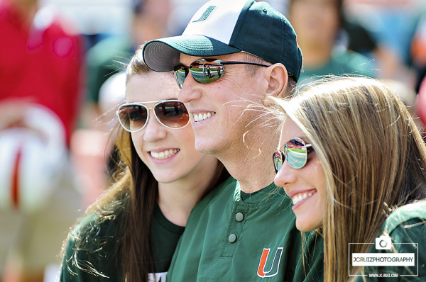 Jim Kelly poses for photos with his daughters