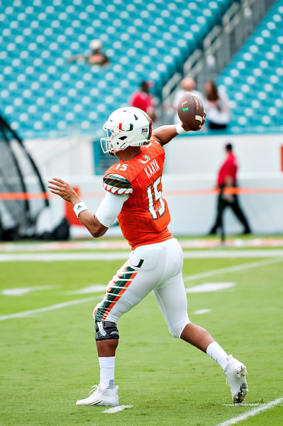 Brad Kaaya warms up prior to playing Georgia Tech