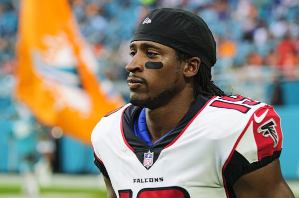 Falcons WR, #19 Andre Roberts, gets ready for the game to start