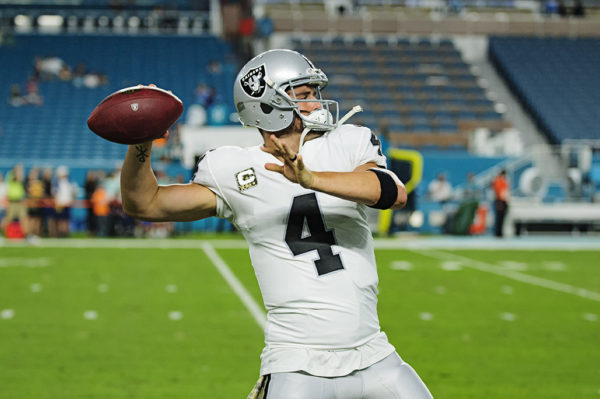 Derek Carr (4) warms up
